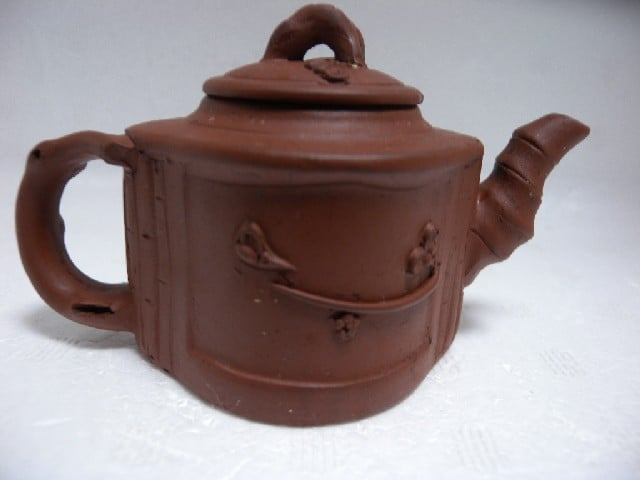 Clean Yixing teapot 002.jpg