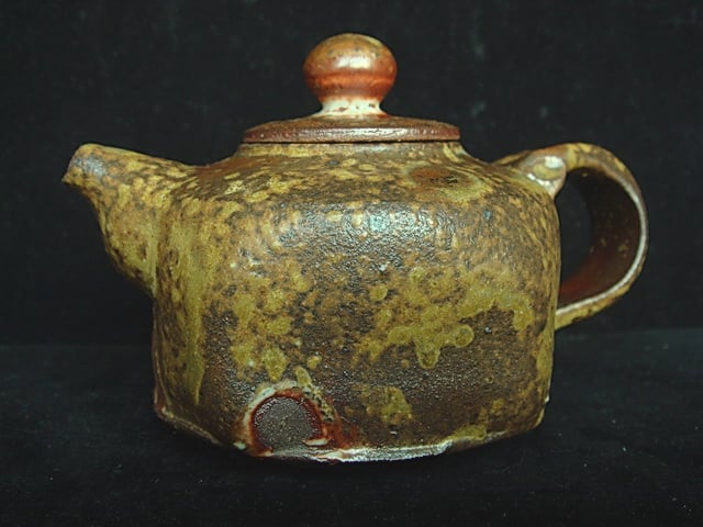 Faceted onggi teapot.jpg