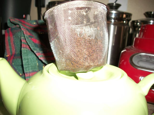 tea pot with strainer showing leaves.jpg