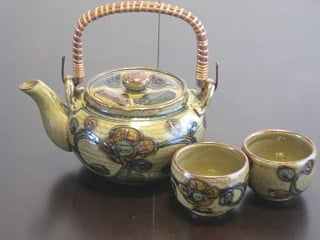 Teapot and cups 001.JPG